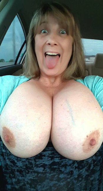 Femme Ronde à gros nichons cherche plan sexe