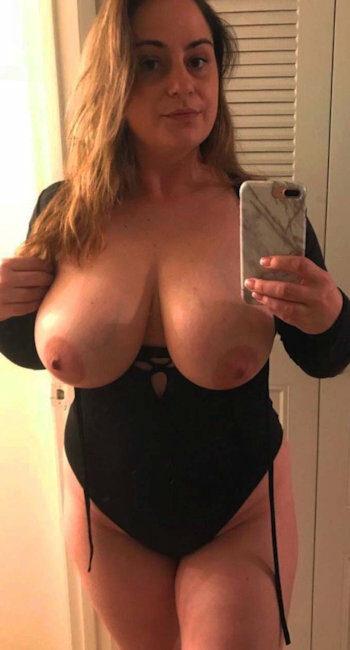 J'ai de gros seins pour une séance de branlette