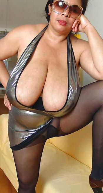 Plan sexe anal hard avec une femme ronde salope
